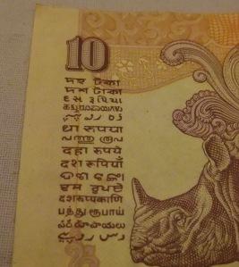 10 rupii - w 16 głównych alfabetach