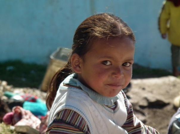 Dziewczynka w wiosce Mana