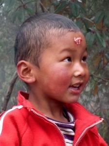 Młody Sherpa z rytualną tiką