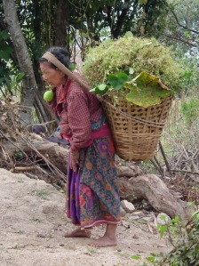 Kobieta z plemienia Sherpa w Himalajach