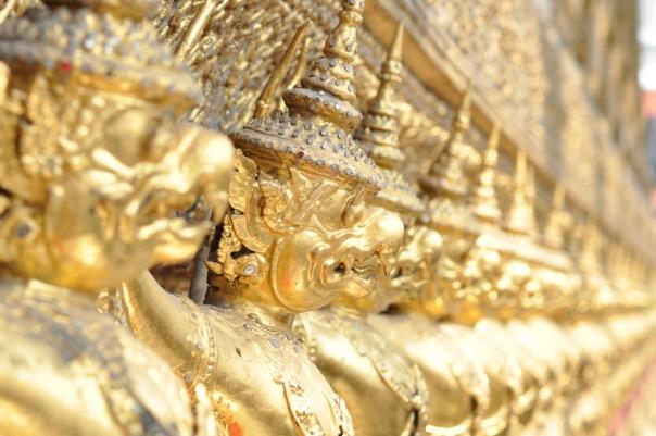 demony z tajskiej mitologii strzegą pałacu, a jeśli coś ukradniesz, będą Cię prześladować w nocy