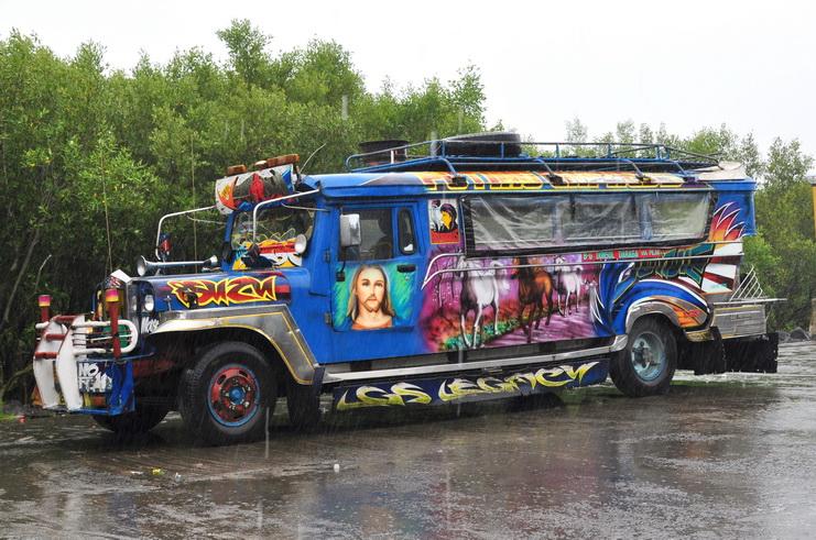 Jeepney - oryginalna mieszanka graffiti, dewocjonaliów i dobrej zabawy