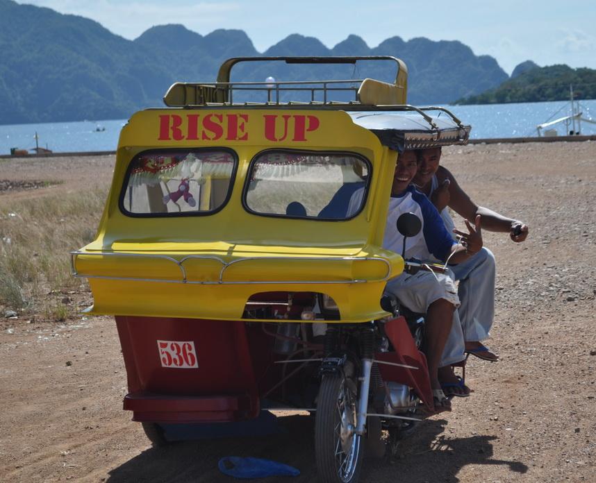 tricykl - taksówka na krótkie dystanse i wizytówka właściciela