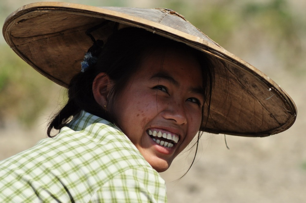 Uśmiechy w domu i przy pracy w polu - niemal jak u Konopnickiej. Taka jest właśnie mniejszość Shan