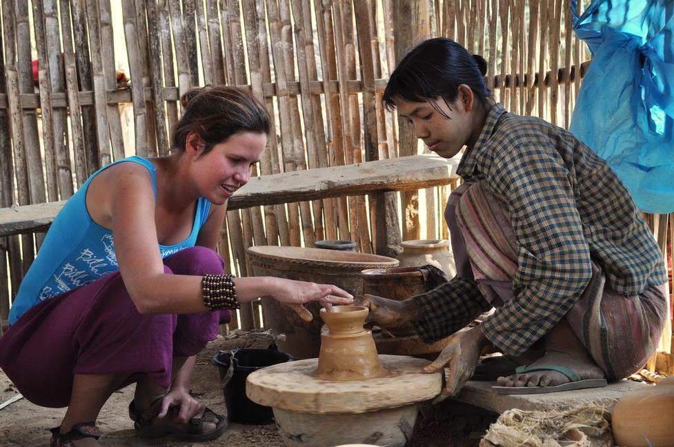 W jednej z bardziej autentycznych wiosek - Kyauk Daing, gdzie nadal tętni prawdziwe życie Inle, wkręciliśmy się w garncarstwo...