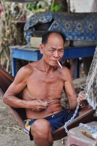 Mimo że turyści w Si Phan Don są w większości, w wielu wioskach życie biegnie zwyczajnym rybackim torem