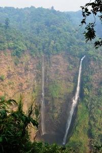 Ponadstumetrowy wodospad Tat Fan