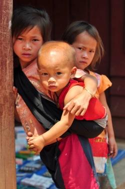 Szkoła to luksus w górskich wioskach Akha w północnym Laosie