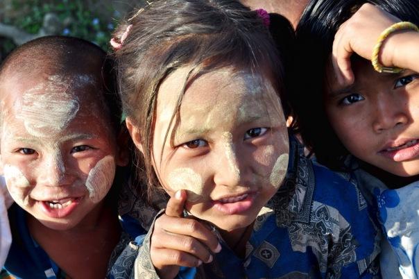 Birmańskie dzieciaki w okolicach Hsipaw raczej nie mają szans na lepszą przyszłość