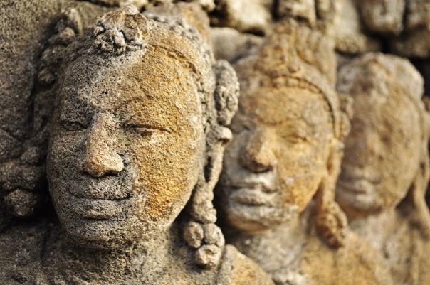 Borobudur i jego piękne płaskorzeźby