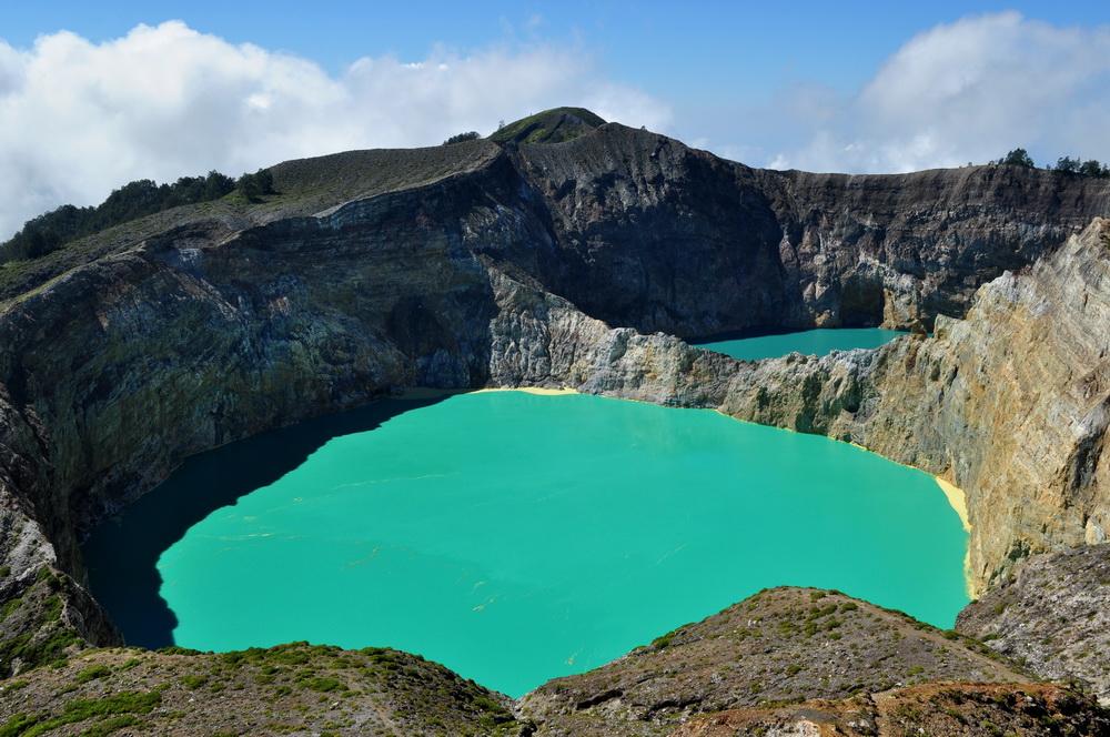 Prawie jak wielki zbiornik z farbą, czyli piękny wulkan Kelimutu rządzi