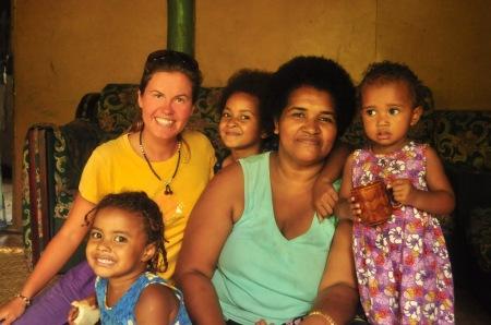 Po przebiciu się przez turystyczną ścianę, okazuje się, że Fidżyjczycy są jednym z najcieplejszych i najbardziej gościnnych narodów na Pacyfiku