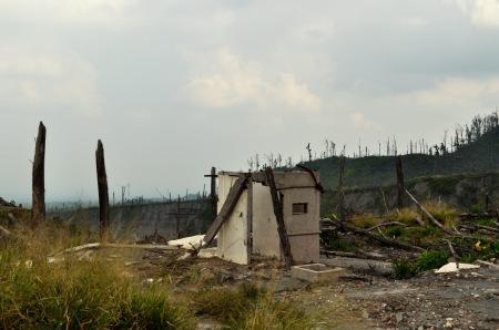 Erupcja Merapi z 2010 roku zrównała z ziemią wiele wiosek i zmusiła do ewakuacji ponad 400 tys. ludzi