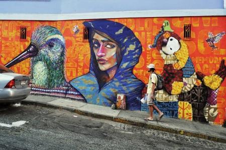 Surrealizm na ulicy, czyli wielki ptak, dziwak i vagabunda w obcierających do krwi klapkach