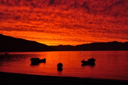 Jakby nie patrzył, to nie żadne filtry ani Photoshop trójka, tylko najprawdziwsze zachody słońca nad chilijskimi fiordami
