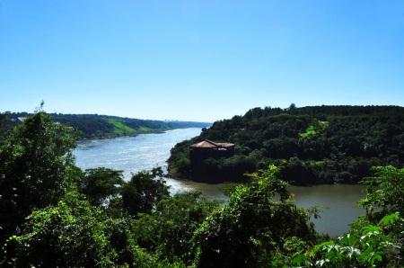 Po lewej Paragwaj, na prawo Brazylia, a my stoimy w centrum najbardziej turystycznego miasta Argentyny
