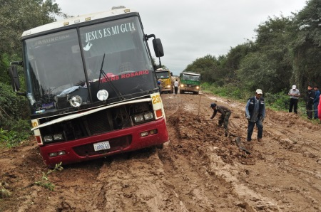 Być może i Jezus ich przewodnikiem, ale autobus relacji Asuncion - Santa Cruz postoi tak jak i my