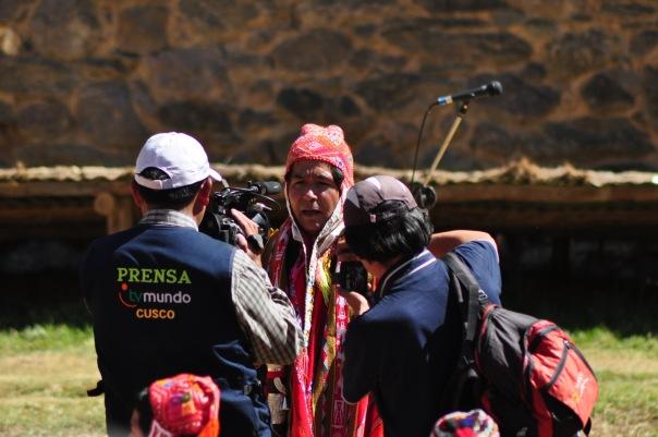 Wojownik Inków udziela wywiadu po zwycięskiej bitwie