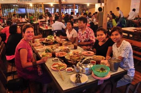 W Tajlandii niejednokrotnie również trudno się wymigać od zaproszenia na kolację czy do domu